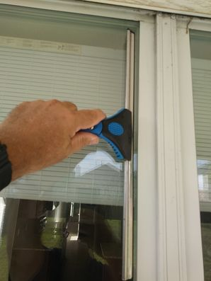 Cleaning Screens & Windows in Pflugerville, TX (3)