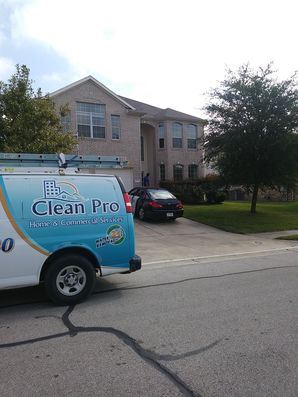 Cleaning Screens & Windows in Pflugerville, TX (1)