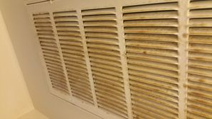 Before & After Deep Cleaning in Elgin, TX Tobacco Smoke on Blinds and AC Vent Covers (3)