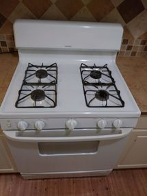 Before & After Stove and Bath Cleaning in Elgin, TX (3)