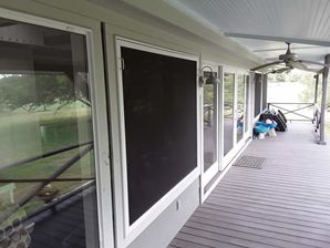 Window and Screen Cleaning in Round Top, TX (10)