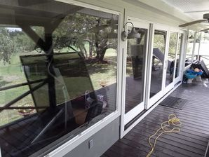 Window and Screen Cleaning in Round Top, TX (7)